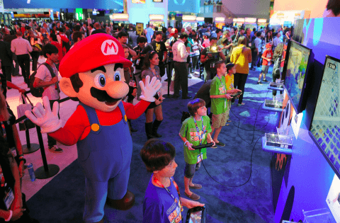 Mario (left) and the kids playing Splatoon at the E3 Nintendo Booth. Photo provided by Nintendo of America.