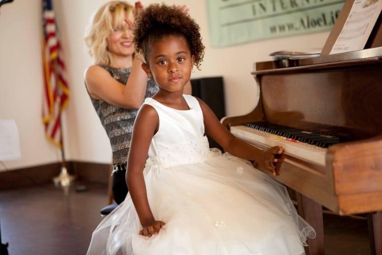 Oksana with piano student Peyton Nicole Edmonds. PHOTO BY LAURA TAYLOR