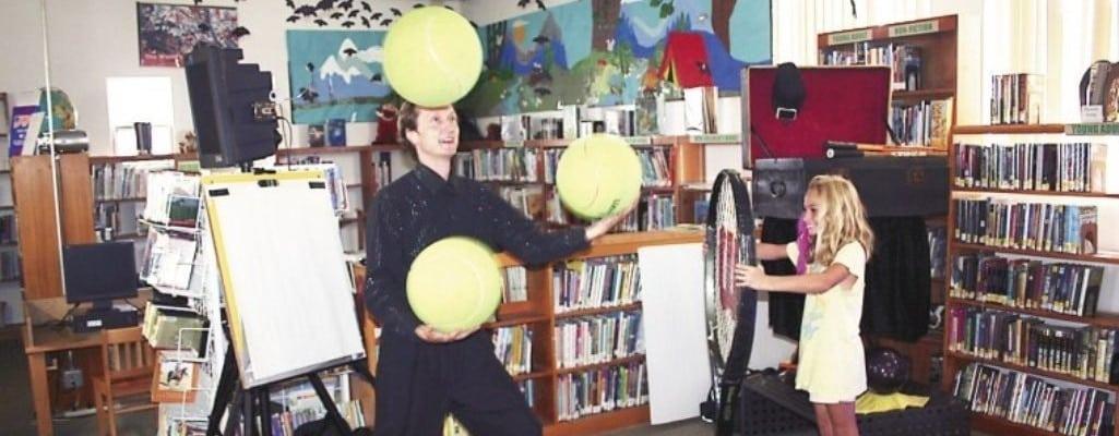 Juggler David Cousins