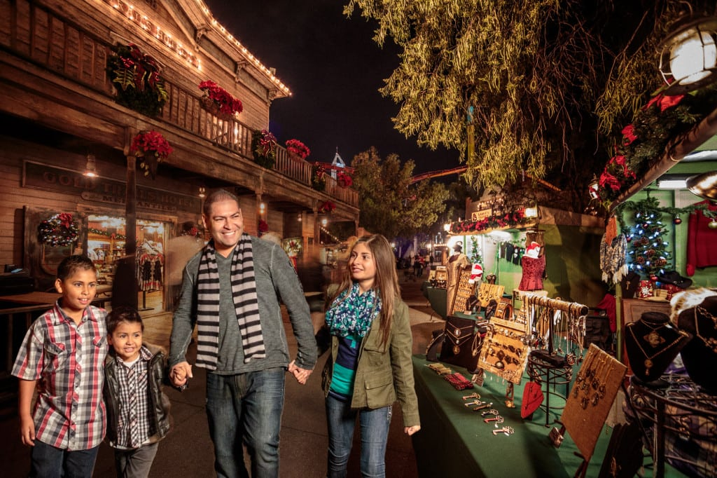 Knott s berry farm kicks off the holidays with park wide for Craft fairs in louisiana
