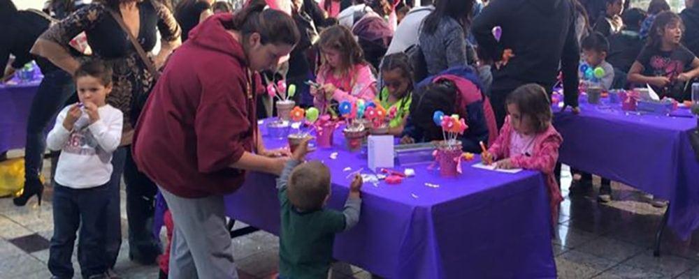 South Bay Galleria Kids Club: Mom Craft