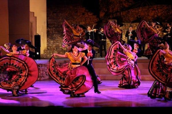 Grandeza Mexicana Folk Ballet Company: Mexico, Al Son de la Banda