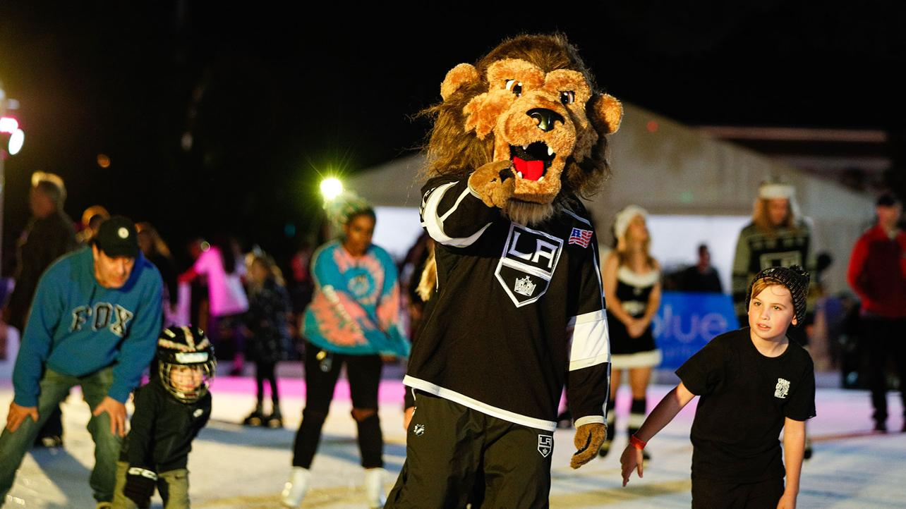 L.A. Kings Holiday Ice at Westfield Valencia Town Center