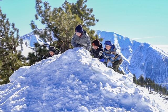 Yeti's Snow Play